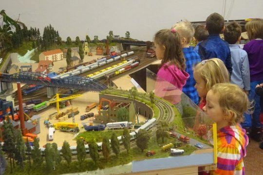 Návštěva dětí MŠ na výstavě železničních modelářů obrázek